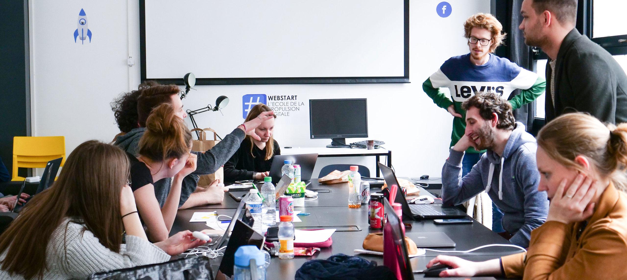 Webstart locaux Lille durant un cours avec des élèves
